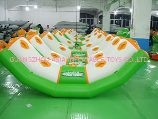 Cina 0.9mm Pvc Tarpaulin Inflatable Water Seesaw With 4 Seats En71-2 pabrik