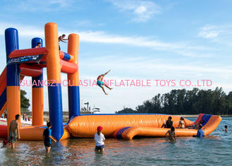 Cina Giant Lake Inflatable Water Sports Dengan 0.9mm PVC Lucu Jumping Pillow Tower pabrik