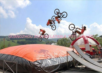 Cina Disesuaikan Big Trampoline Park Inflatable Foam Lubang Freefall Air Bag pabrik