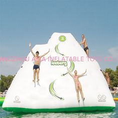 Cina Lucu Inflatable Air Iceberg / 0.9mm PVC Tarpaulin Plato Water Jumping Games pabrik